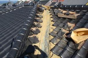 【屋根工事・屋根リフォーム・雨漏り修理】三重県津市H様邸 銅板の谷をステンレス製に交換工事