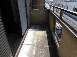 奈良県桜井市 雨漏り修理でベランダ床をFRP防水工事
