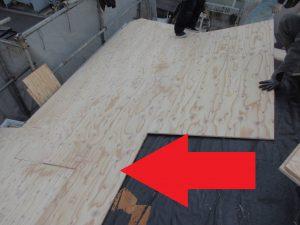 名張市 スレート屋根の下地をコンパネで増し張り造作工事