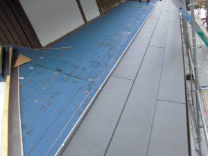奈良県吉野郡 屋根カバー工法工事 ガルバリウム鋼板を軒先から張る