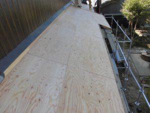 奈良県桜井市 屋根瓦の下地材を張る3