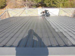 三重県名張市屋根瓦に下塗り塗装2