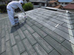 奈良県宇陀市 ガイナを塗る前にスレート屋根に下塗り塗装