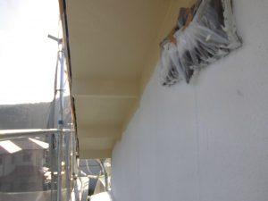 宇陀市 モルタル外壁に下塗り材の水性ソフトサーフを塗る4