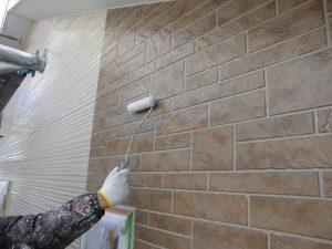 奈良県橿原市 サイディング壁にフッ素樹脂塗料を上塗り2