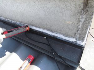 三重県名張市 外壁修理 シーリング材を充填