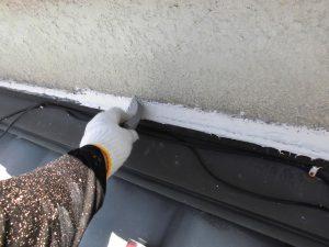 三重県名張市 外壁修理 シーリング材を押さえる