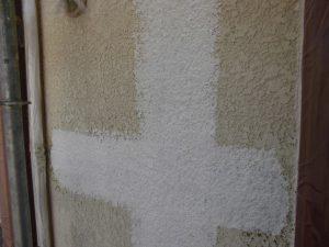 名張市 外壁に下塗り塗装3