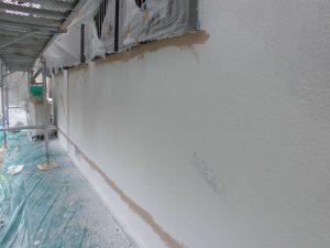 香芝市 外壁との密着を高めてひび割れを抑える下塗り塗装