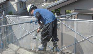 奈良県宇陀市 モニエル瓦の塗装前の重要なポイントの洗浄
