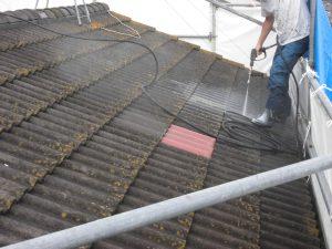 奈良県桜井市 屋根洋瓦(モニエル瓦)の塗装前の高圧洗浄