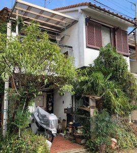 【奈良県橿原市】外壁修理の点検|ベランダと外壁のひび割れで落ちてきそうな被害状況