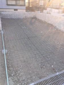 【駐車場を1台から2台分置ける工事・外構工事】三重県名張市S様邸 駐車場工事の続きです。