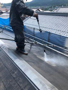 名張市 屋根塗り替え前に丁寧な高圧洗浄で長持ちさせる