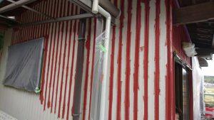 名張市 トタン壁に錆び止め塗装2
