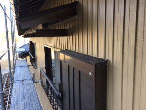 三重県名張市 トタン壁にクリーンマイルドシリコンの上塗り塗装3