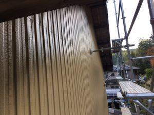 三重県名張市 トタン壁にクリーンマイルドシリコンの上塗り塗装4