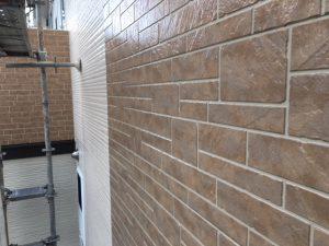 奈良県橿原市 サイディング壁にフッ素樹脂塗料を上塗り5